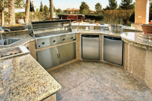 outdoor-kitchen-with-granite