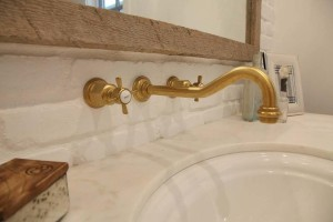 wall-mount-vintage-antique-brass-gooseneck-bathroom-sink-faucet